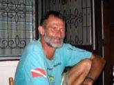 Robert telling dive stories