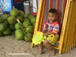 Маленький таец на пляже