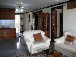Просторная гостиная и кухня