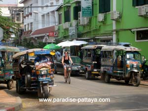 pattaya laos visa run tuk tuk