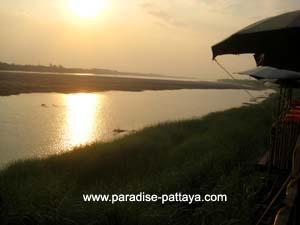 pattaya laos visa run mekong river view