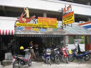 getting around pattaya in a motorbike