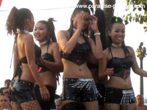 pattaya girls dancing beach road