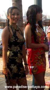 thai girls pattaya beach