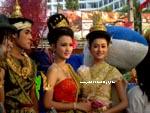 traditional Thai girls posing