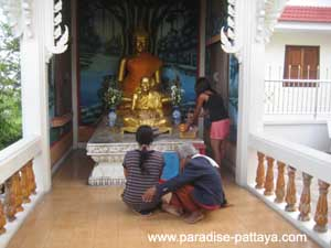 offerings to Buddha in Pattaya