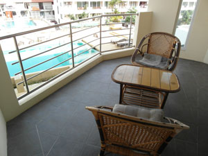 Просторный балкон с видом
