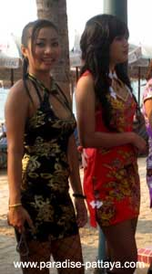 thai girls pattaya beach